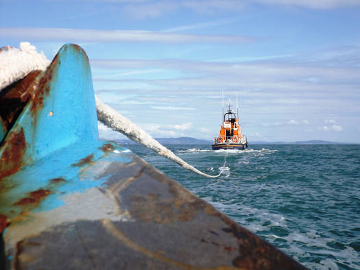 Arklow fishing boat tow