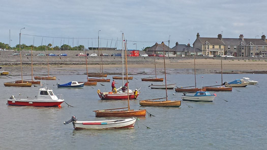 Skerries RNLI brings yacht into shallow water