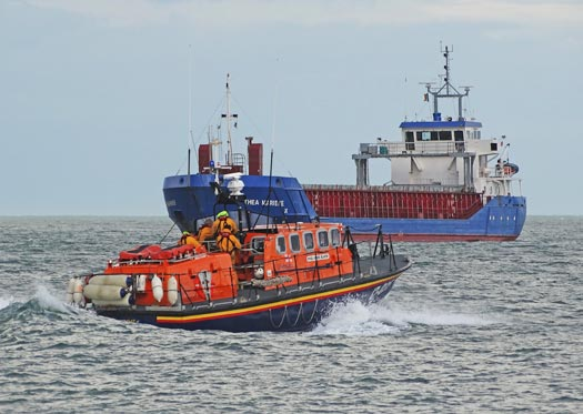 Wicklow RNLI launches to assist kitesurfer