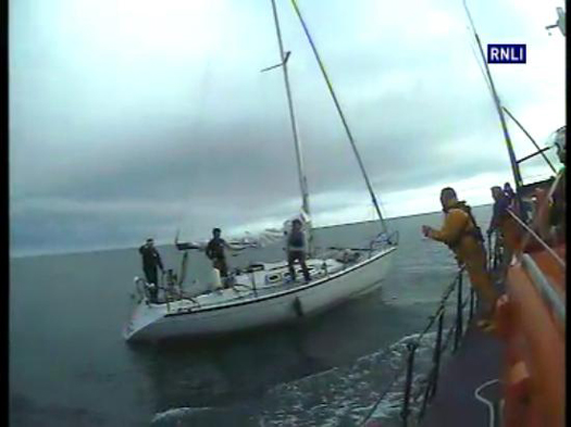 Wicklow RNLI bring three people to safety
